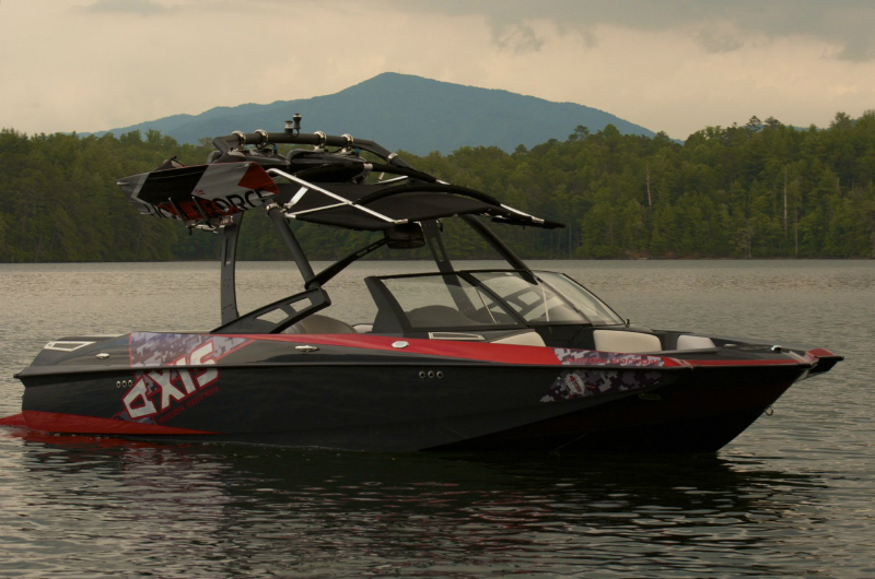 2013 Axis RECON Edition – Axis Wake Research Honors Armed